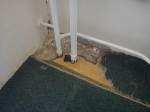 Podlaha v ložnici - prý od králíka.. :-/