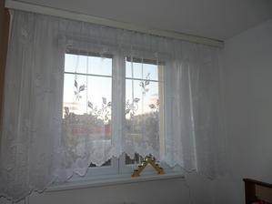 Už máme krásné okno v ložnici.. Už nám přišly nové záclony. :)