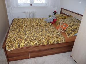 Dá se říct, že je konečně ložnice hotová. Ještě přemýšlíme, co dáme na zeď nad postel. :)