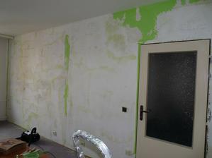 Stěna strašně praskala - museli jsme škrábat. :-/