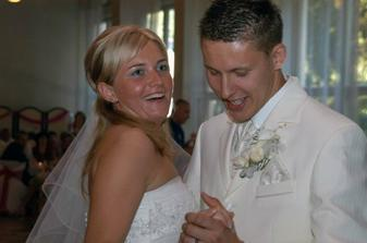 ...ak nie si moja... to bola pieseň, ktorú mi manžel venoval na náš prvý manželský tanec