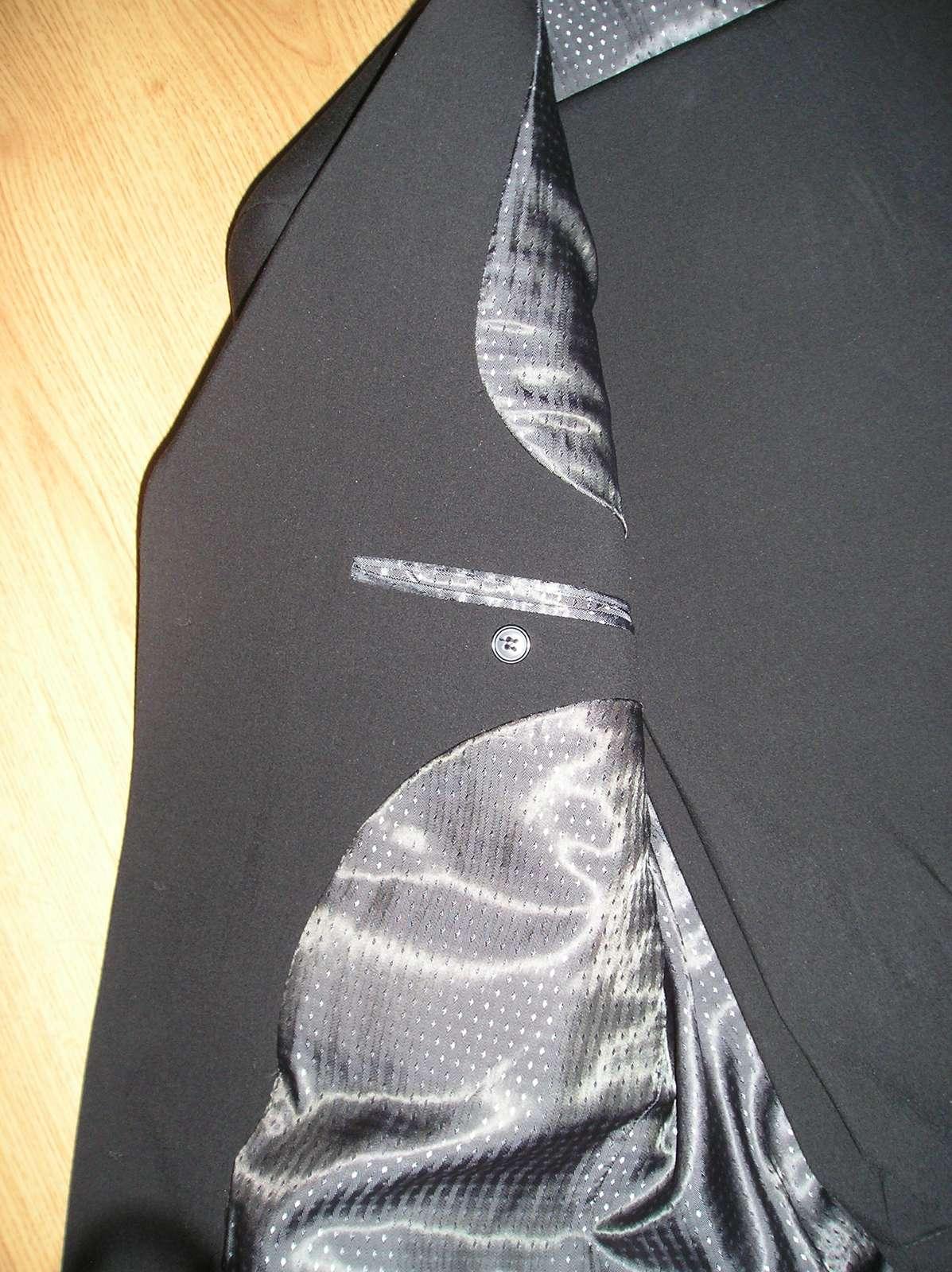 Čierny oblek  - Obrázok č. 4