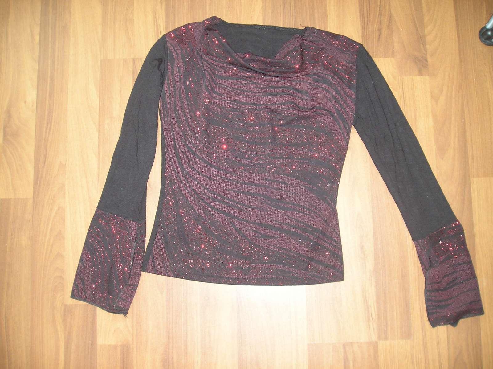 Čierno-červené tričko do spoločnosti  - Obrázok č. 1