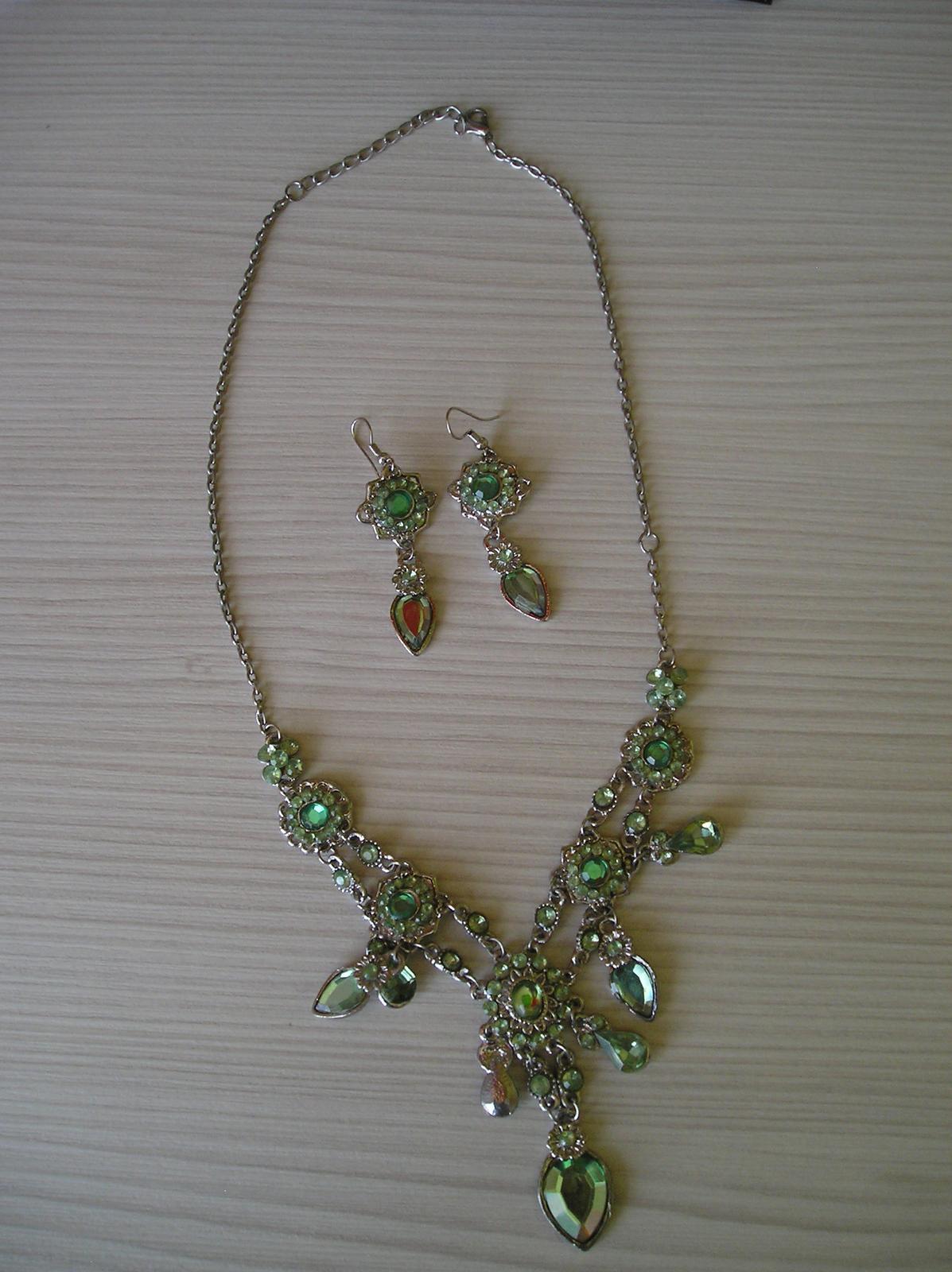 Zelený set-náušnice a náhrdelník - Obrázok č. 1