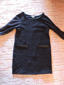 Nenosené čierne šaty s poštou, 134