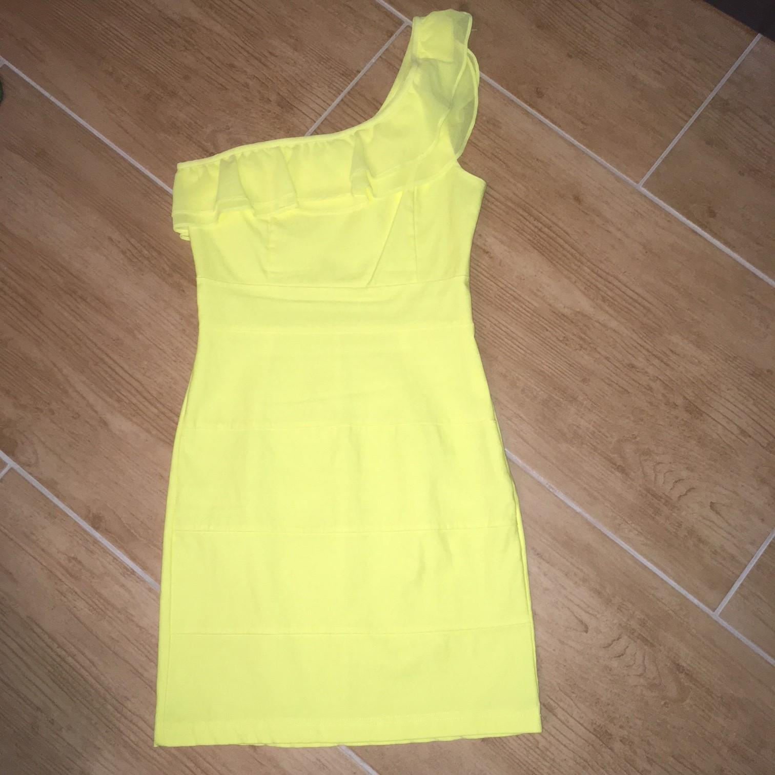 žltučke šaty na jedno rameno - Obrázok č. 1