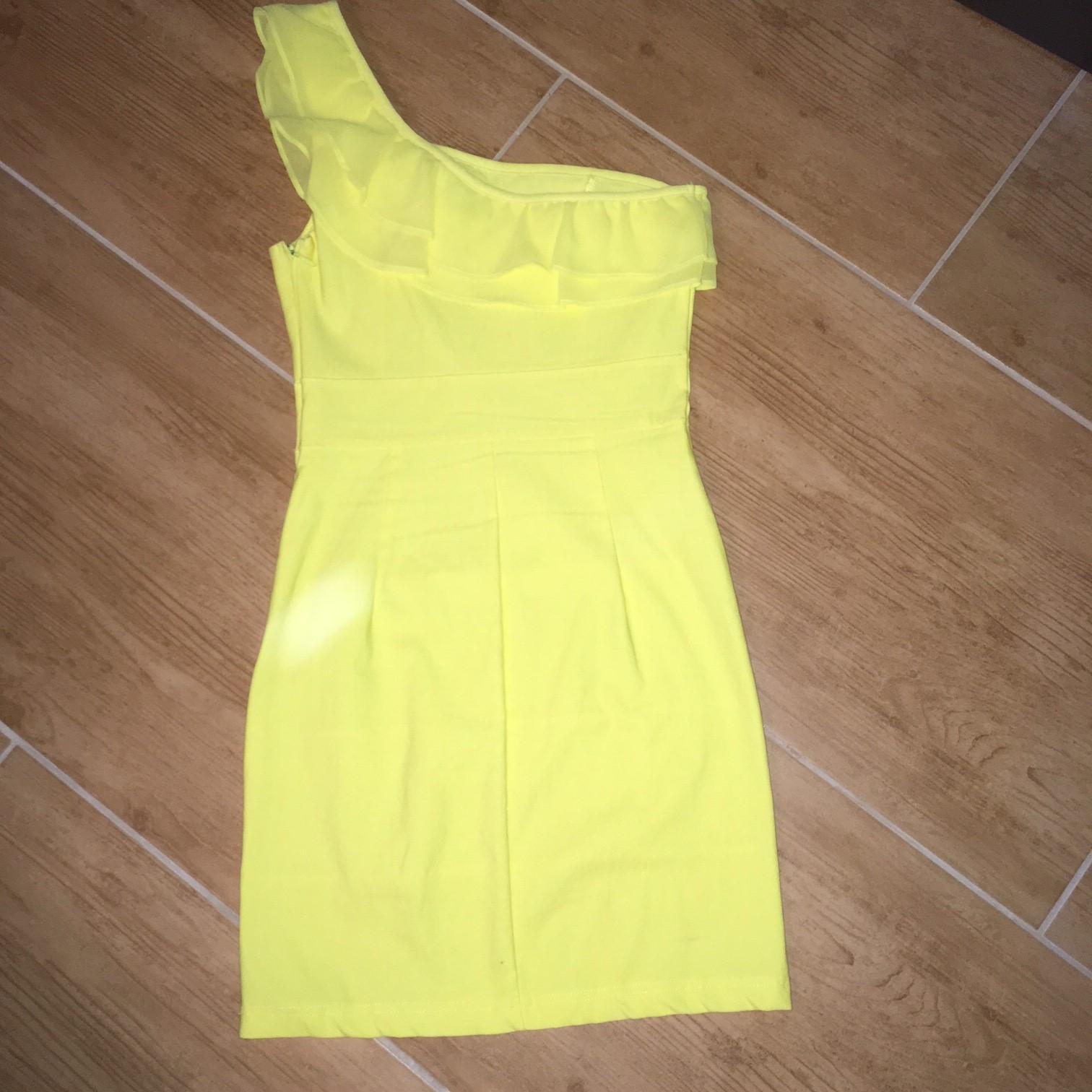 žltučke šaty na jedno rameno - Obrázok č. 3