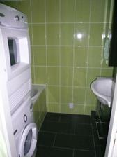 koupelna-zbyva dodelat par drobku, ale je funkcni,krasna a dle snu-zelena, i kdyz to tady nejde tak videt