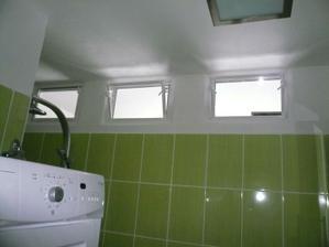 svetliky mezi koupelnou a kuchyni