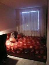 vsechno nase, postel jsme si dali na svatbu, jsme z ni nadšeni, ale je přesne na šířku ložnice :-)