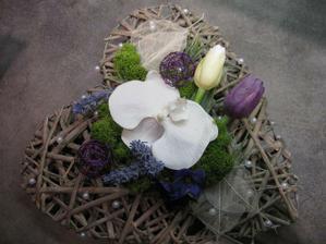 moje výroba (ještě chybí špendlíky na prstýnky-budou na květu orchideje)