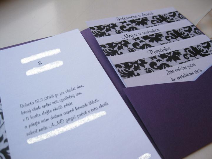 Oznámení - které? - papíry jsou na oznámení zatím jen položené - není ani přilepená kapsa...