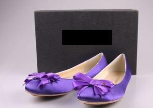 hned co jsem je viděla, tak jsem se zamilovala - přítel mi na tu šílenou cenu řekl, že se postará o to, abych se vdávala jen jednou za život...tak si boty mám koupit a cenou se vůbec netrápit. No není ženich úžasnej???