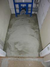 zdvihnutá podlaha vo WC kvôli odpadu,aby to malo dobrý spád