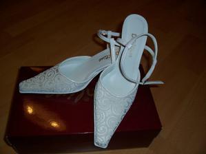 Moje topánočky(veľmi pohodlné a hlavne optimálny opätok):-)