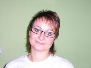 A takto najnovšie vyzerám s okuliarikami.....:-))