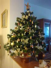 Tak uz aj my mame stromcek, vlastne mini stromcek s mini ozdobkami