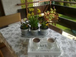 prva tohtorocna kavicka na terase:-)