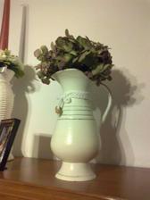 tak som zase zobrala do ruky stetec a farby: mosadzny orient dzbanik a vaza premalovane na bielo