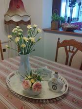 ruzicka ma take tazke kvety, ze par sa ich nalomilo, tak uz robia paradu v jedalni