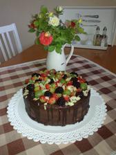 makovo-nugatova torta s ovocim