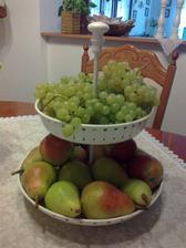 moje najoblubenejsie ovocie: hrusky a hrozno