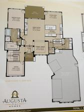 Plan pre bungalow a obyvatelnou pivnicou