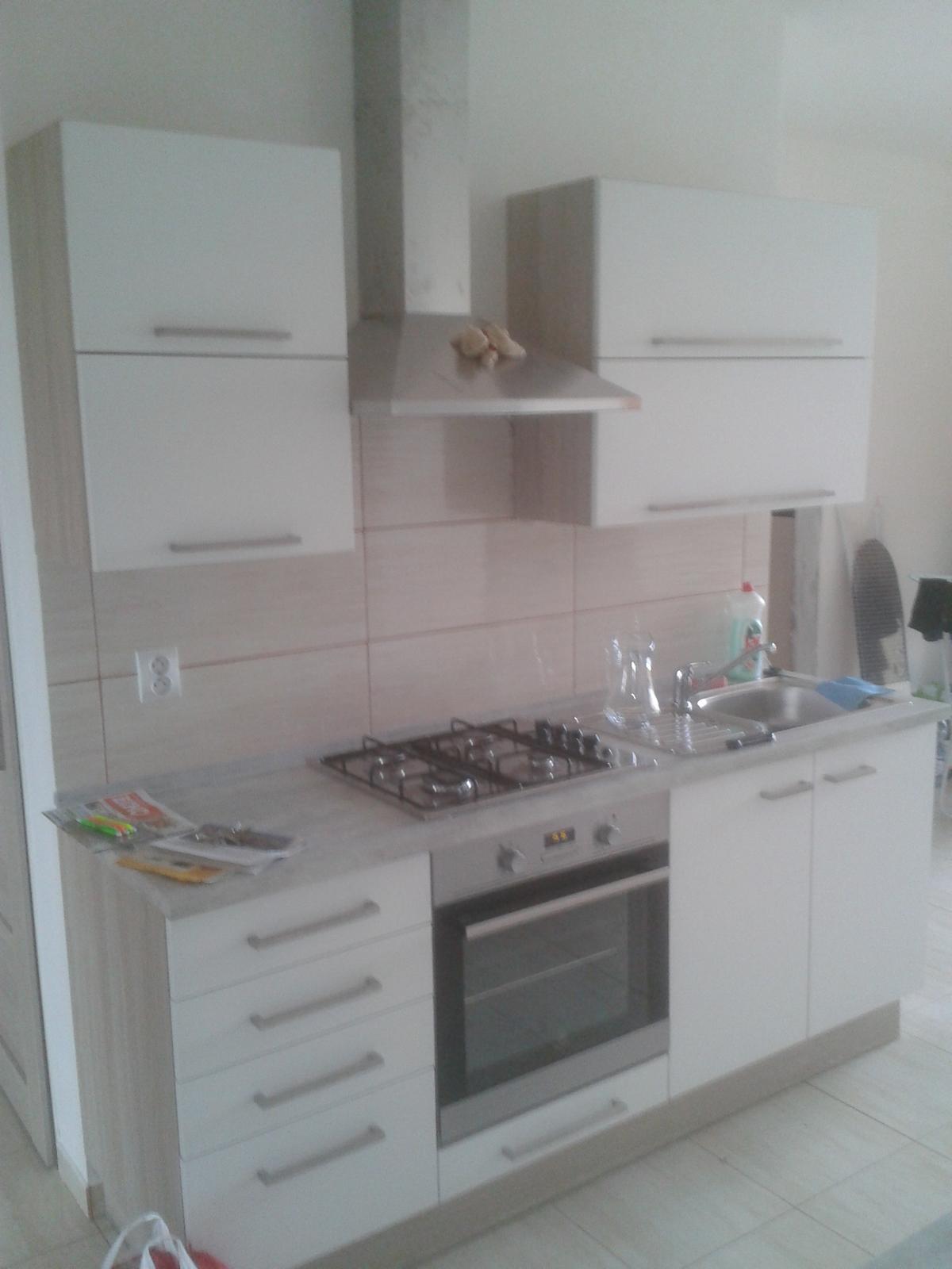 Prerábka bytu - kuchynská linka zavesená na novom jadre
