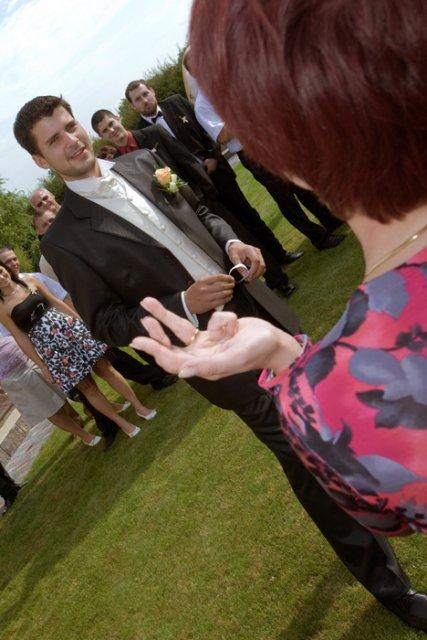Ááááá... na scénu přichází ženich, který musí splnit úkoly, aby mě dostal za ženu :-)
