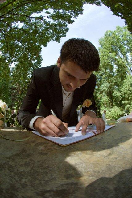 Jeden podpis...