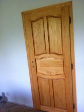 Vchod do ložnice, dveře dělané na zakázku p. Heczkem. Už nám udělal půl domu a vždy maximální spokojenost a krása :)