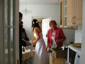 přípravy u nevěsty
