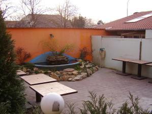 ... a tady bude nově vybudovaná zimní zahrada - pro naší hostinu.