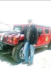 můj nastávající a jeho druhá láska Hummer :-)