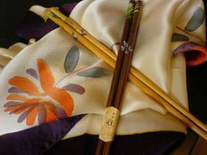 Hedvábí a ručně malované čínské hůlky