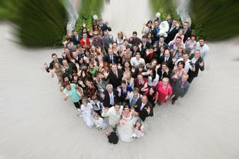 skoro všichni svatebčané,někteří tam chybí:-(