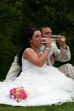 no a ten den už jsem pila naposled.-),ani jsme nevěděli,že už je s náma na svatbě mimi:-)