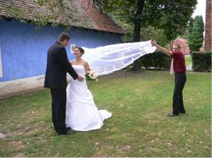 a takhle vznikala předchozí fotka, vítr nebyl, tak jsme si museli pomoct sami :-)