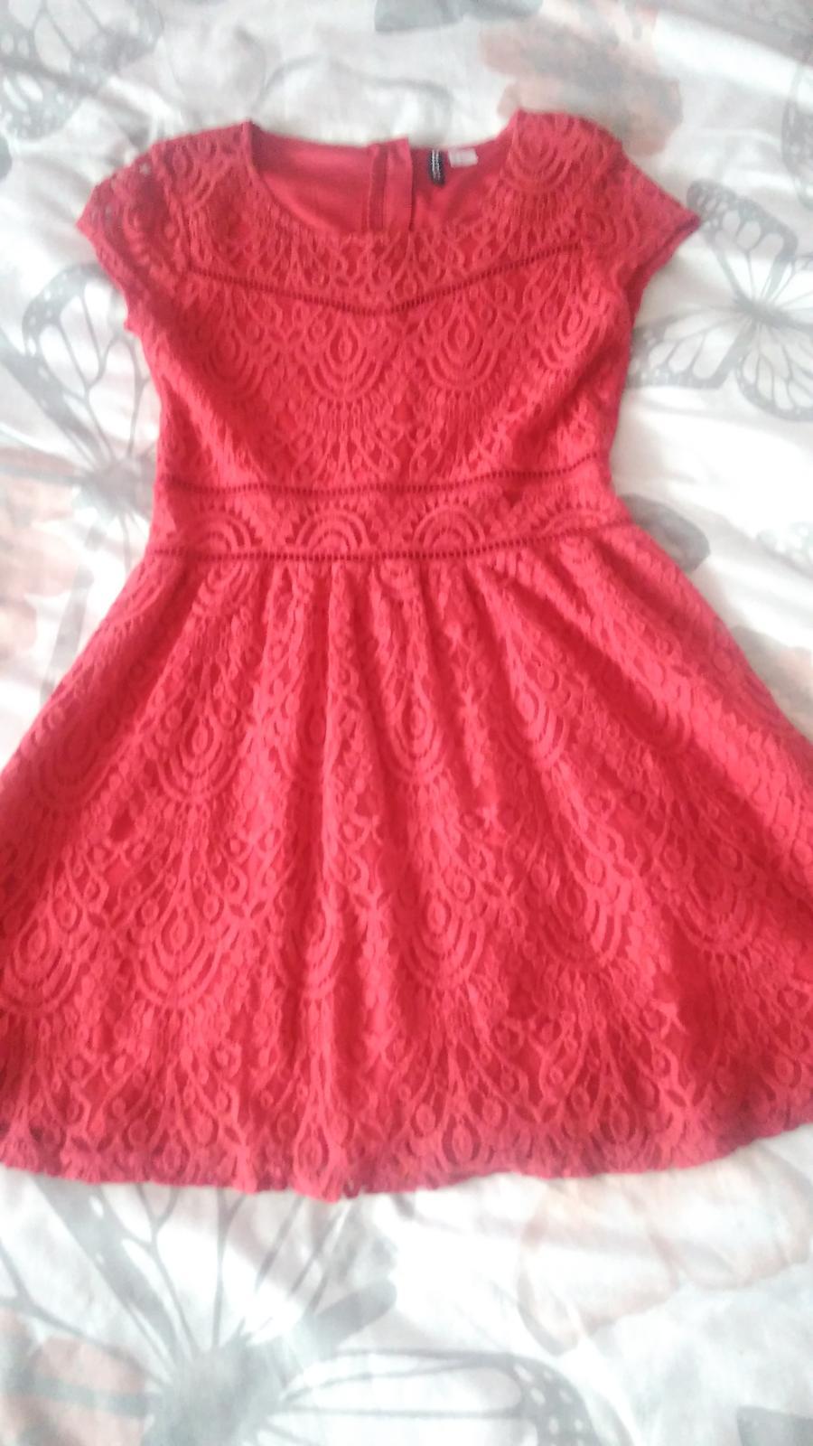 Červené čipkované šaty H&M č.40 - Obrázok č. 1