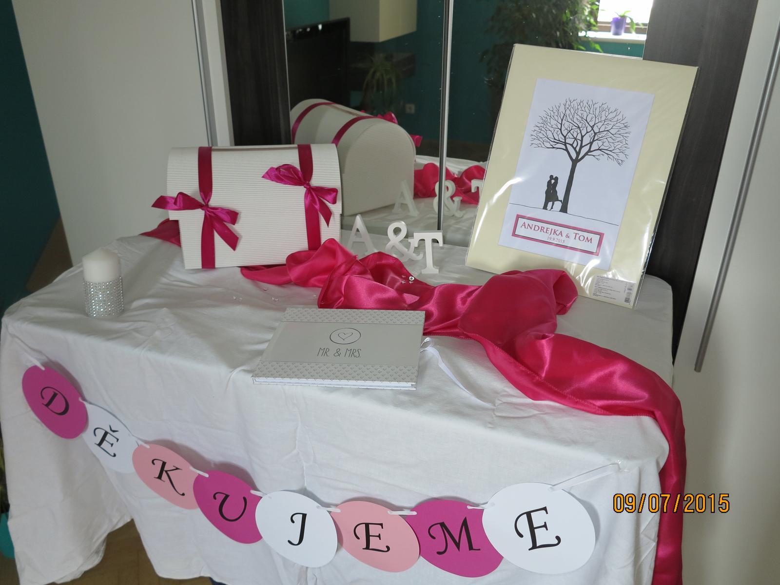 Co už máme :) - sušák mi posloužil k výstavě děkovného stolku s knihou hostů, svatebním stromem a truhlou na přání :)