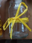 Vázičky na kytice na stůl,
