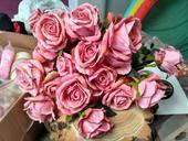 Umělé starorůžové růže,