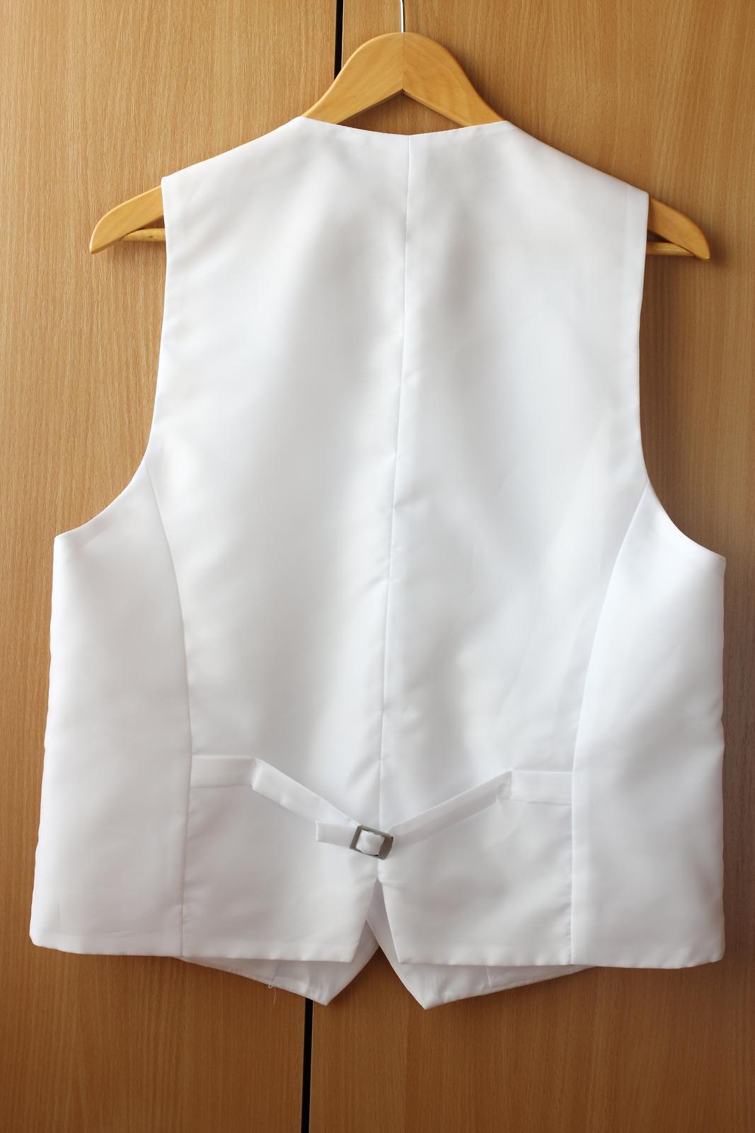Vesta s kravatou a vreckovkou - Obrázok č. 2