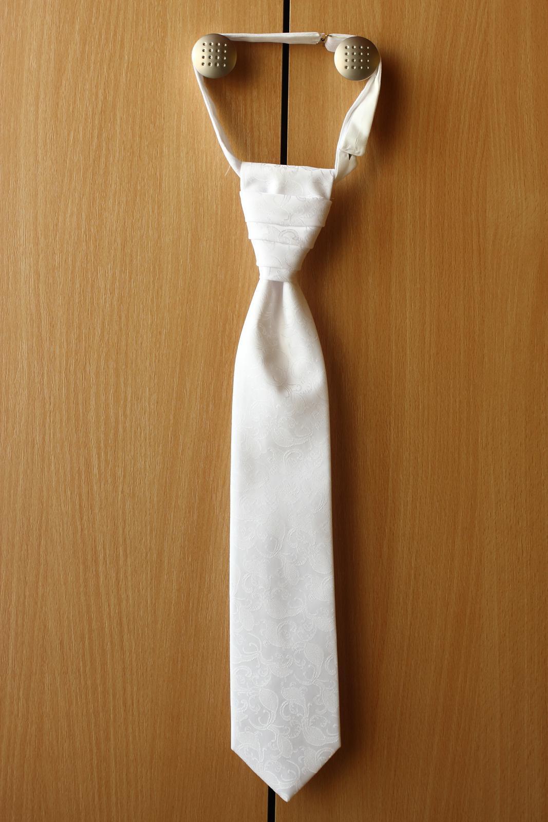 Vesta s kravatou a vreckovkou - Obrázok č. 3