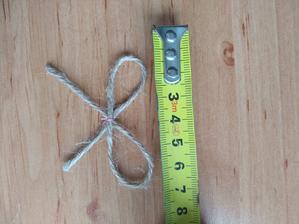 Mašličku zastřihneme a je hotovo cca 6cm