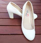 Svatební bílé lodičky, 38