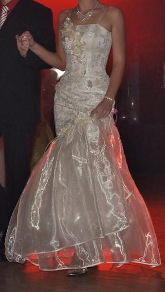 Svatební/maturitní šaty - Obrázek č. 1
