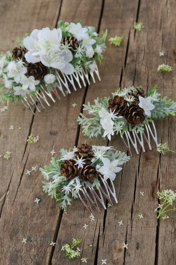 Už je hotovo :-) - hřebínek pro nevěstu a menší pro svědkyni a družičku, foto: Coolnicka, https://www.fler.cz/coolnicka