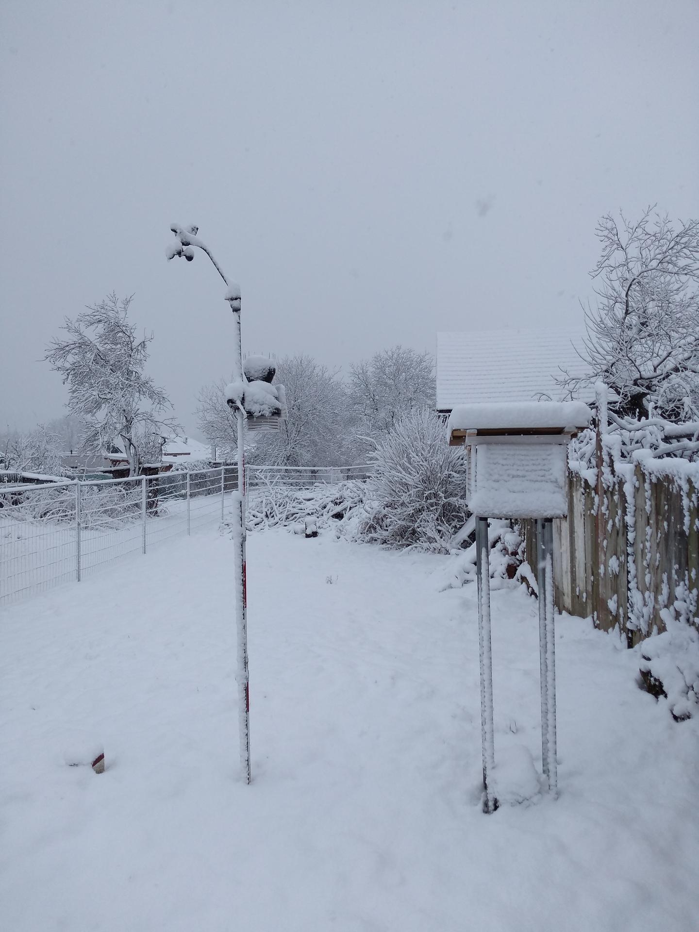Meteorologická stanica pri dome, na záhrade - Obrázok č. 3