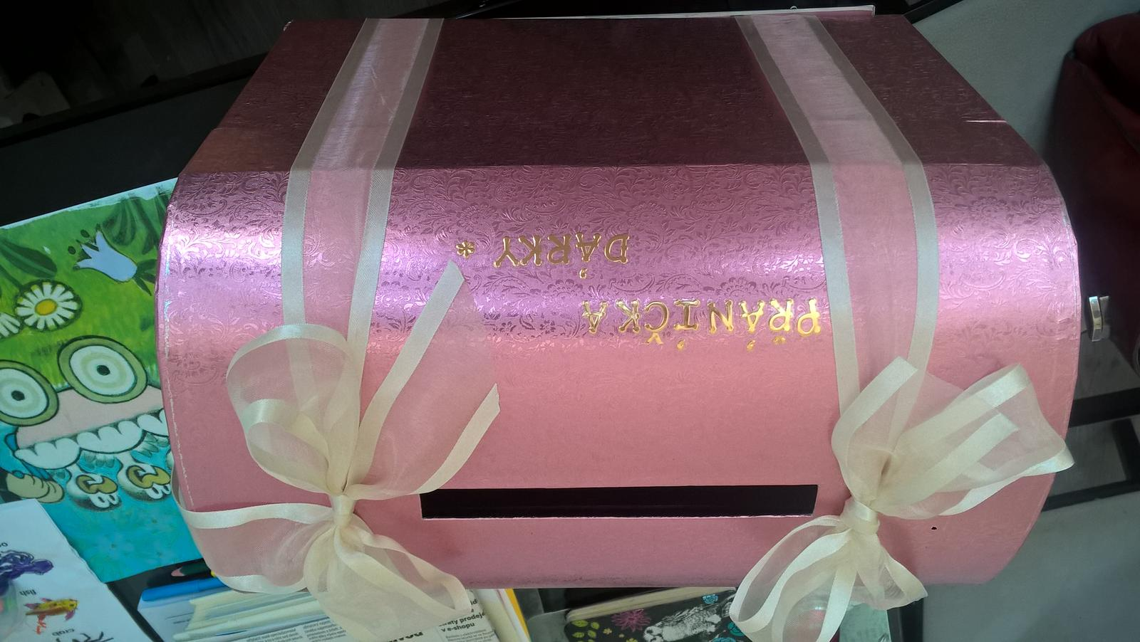Ružová truhlička na přání a penízky - Obrázek č. 1